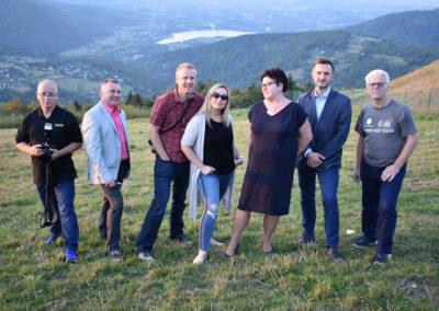 Członkowie misji dziennikarskiej na górze Żar